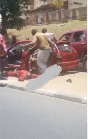 Driver Slumps While Being Manhandled By Policemen And Task Force Officers In Abuja [Video] 1