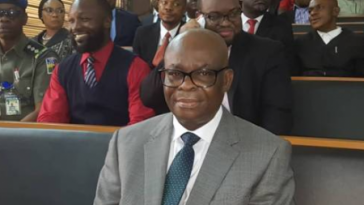"""""""Hope You're Not Taking My Pants"""" - Onnoghen Asks Photographer Admist Laughter At Tribunal [Video] 5"""