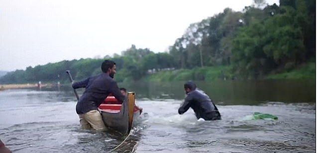 Hilarious Moment Couple Falls Into A River After Canoe Tipped During Pre-Wedding Photo Shoot 3