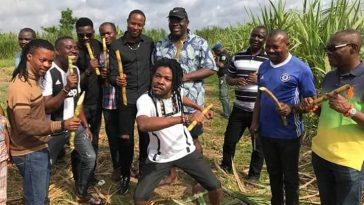 Bayelsa Governor Eats Sugarcane With Entertainers As They Chill In His Farm [Photos] 4