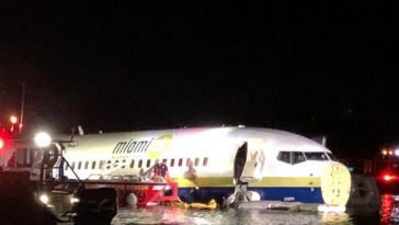 21 Injured As Boeing 737 With 143 Passengers On Board Skids Into River In US 1