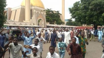 """""""Buhari Is A Criminal, He Ordered The Killing Of Innocent Nigerians"""" - Islamic Group Protest [Video] 3"""