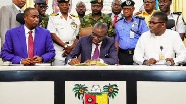 Sanwo-Olu resumes work;  tours Apapa, signs executive order on traffic management, refuse and public works; 4