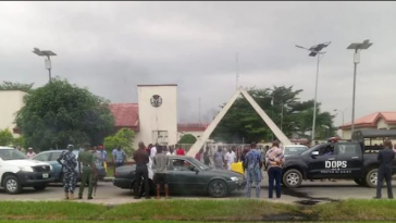 Thugs Beat Up Oshiomhole, 14 Lawmakers As Edo House Of Assembly Crisis Turns Violence 4