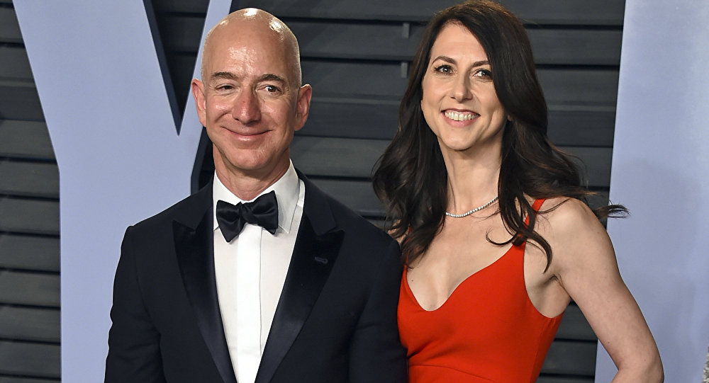 MacKenzie Becomes 3rd Richest Woman In The World After Divorcing Her Rich Husband, Jeff Bezos 1