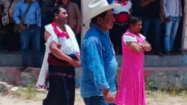 Angry Residents Forcibly Dresses Their Politicians In Skirt And Blouse, Parades Them In Public [Video] 8