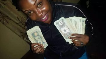 Excited Lady Shares Photos Of Wads Of Biafran Currencies She Found In Her Dad's Cupboard 8
