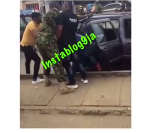 Nigerian Soldiers And F-SARS Operatives Clash Over Yahoo Boy's N50 Million Loot [Video] 2