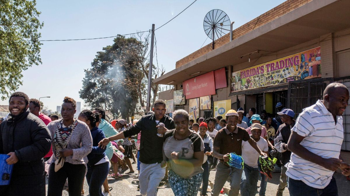 Zambian Youths On Rampage, Destroying South African Businesses In Zambia [Video] 1
