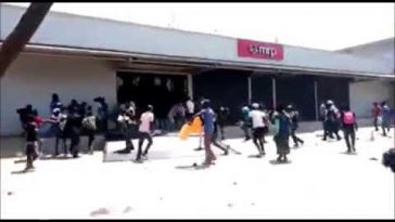 Xenophobic Attack: Congolese Loots Mr Price, South African-Owned Company In DR Congo [Video] 6