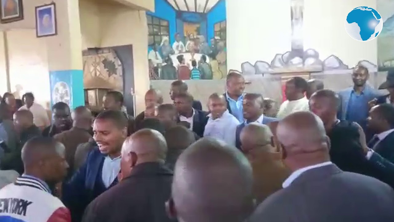 Chaos As Two Politicians Fight Dirty Inside Church Over Control Of Constituency [Video] 1