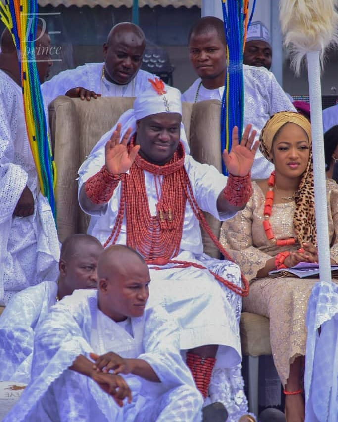 Ooni Of Ife And His Prophetess Wife Worship Idols At The Olojo Festival In Osun [Photos] 5