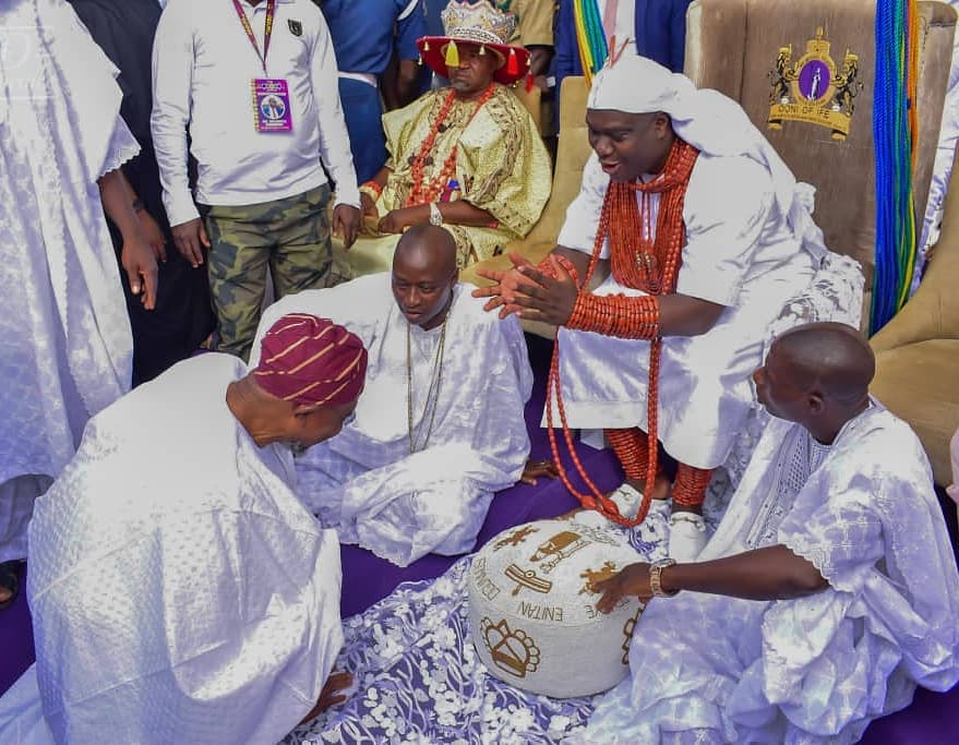 Ooni Of Ife And His Prophetess Wife Worship Idols At The Olojo Festival In Osun [Photos] 11
