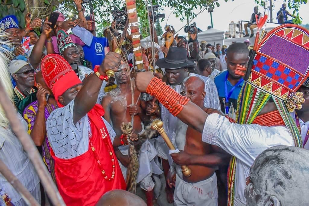 Ooni Of Ife And His Prophetess Wife Worship Idols At The Olojo Festival In Osun [Photos] 24