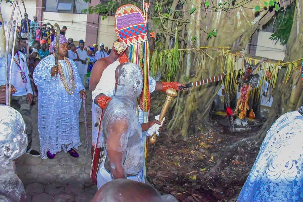 Ooni Of Ife And His Prophetess Wife Worship Idols At The Olojo Festival In Osun [Photos] 25