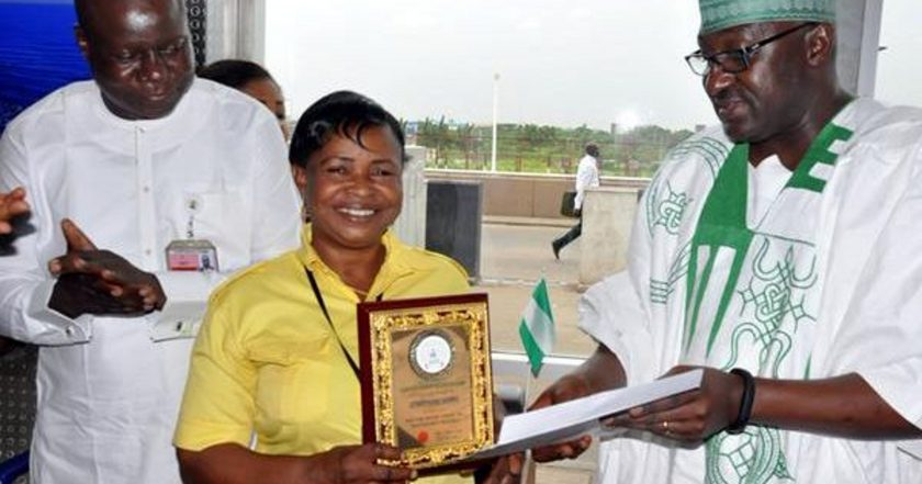 FG Rewards Lagos Airport Cleaner With An Apartment For Returning Passenger's $12,200 1