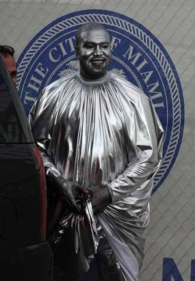 Kanye West Covers His Entire Body From Head-To-Toe With Metallic Silver Paint [Photos/Video] 1