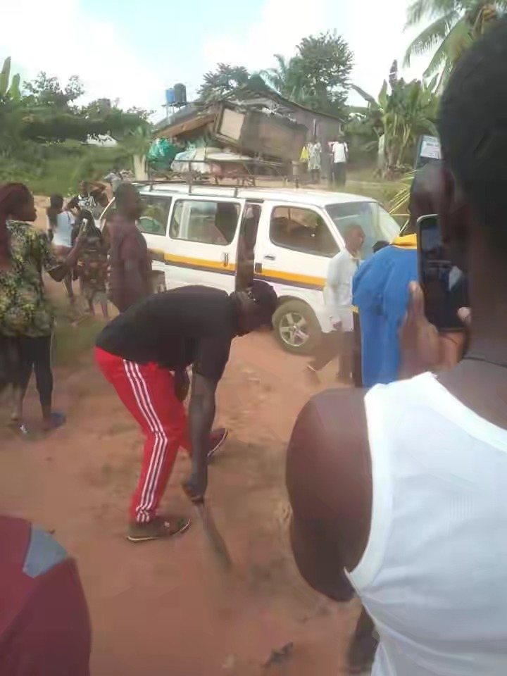 70-Year-Old Man Banished From Anambra Community For Impregnating His Daughter Twice [Photos] 2