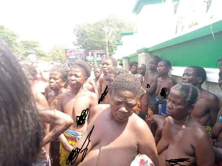 Over 100 Women Protests Half Naked Against Unlawful Detention Of Their Children In Ebonyi 5