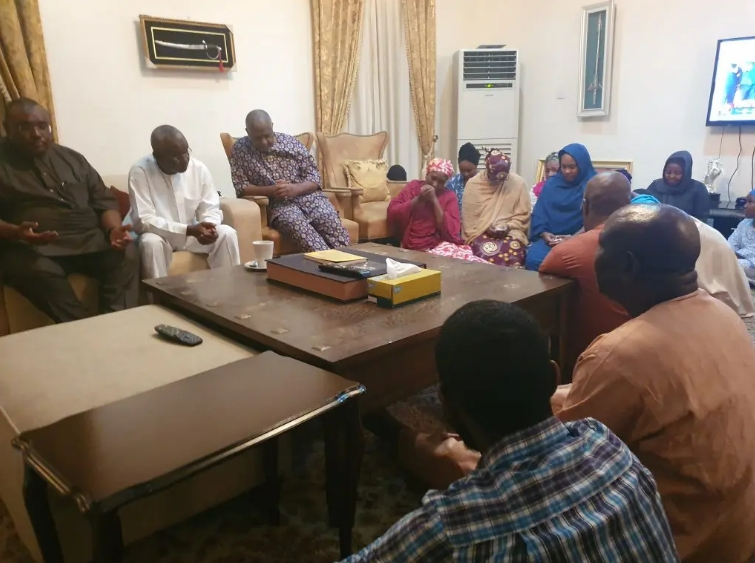 First Thing Dasuki Did When He Returned Home After 4 Years In DSS Detention [Photos] 2