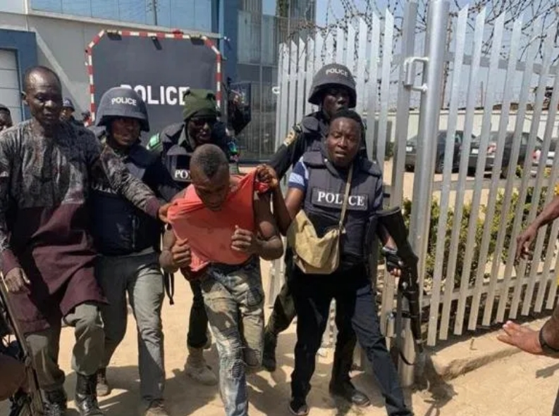 Atiku Reacts As Policemen, Soldiers Foil Armed Robbery Attack In First Bank Abuja 2