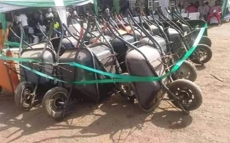 Outrage As Enugu Local Government Chairman Empowers Youths With Wheelbarrows [Photos] 3