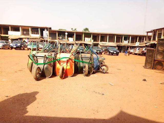 Outrage As Enugu Local Government Chairman Empowers Youths With Wheelbarrows [Photos] 4