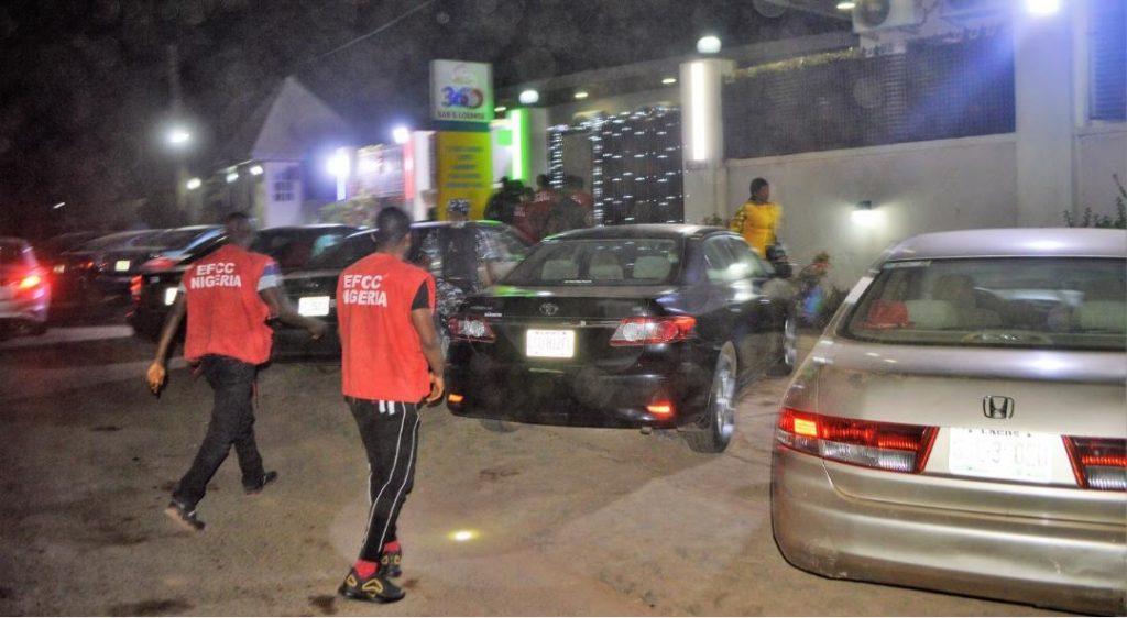 EFCC Storms Notorious 'Yahoo Boys' Club In Ibadan, Arrests 89 Suspected Internet Fraudsters [Photos] 2
