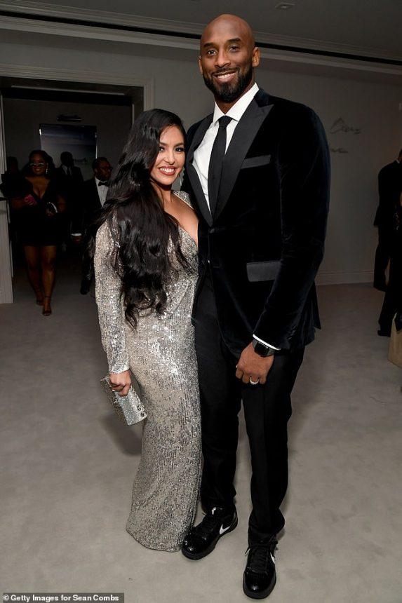Kobe Bryant Plane Crash: American Basketball Legend Kobe Bryant Dies in Helicopter Crash - Breaking News 2