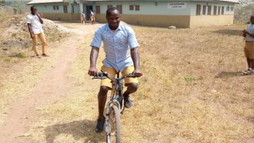 Meet Ibrahim Sodeeq, 22-Year-Old Blind Man Who Rides Bicycle Perfectly Despite His Condition 11