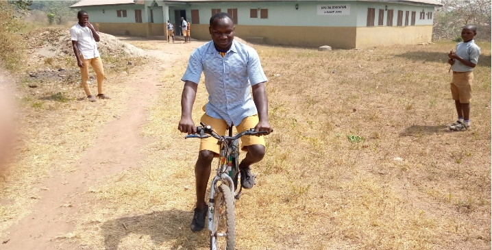 Meet Ibrahim Sodeeq, 22-Year-Old Blind Man Who Rides Bicycle Perfectly Despite His Condition 1