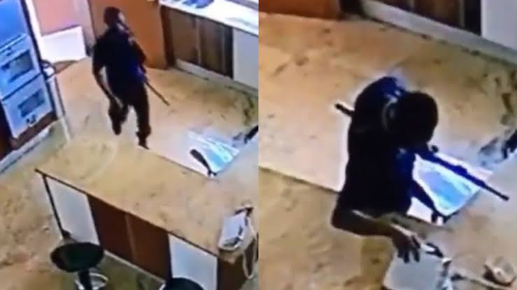 Nigerian Civil Defence Officer Caught On CCTV Stealing Money From A Woman's Bag [Video] 1