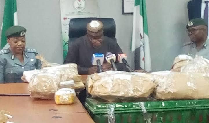 Nigerian Customs Intercept NAHCO Bus Carrying $8.6 Million Cash At Lagos Airport [Photos] 1
