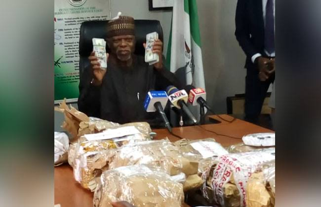 Nigerian Customs Intercept NAHCO Bus Carrying $8.6 Million Cash At Lagos Airport [Photos] 2