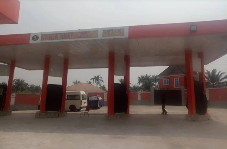 EFCC Arrests Yahoo Kingpin Who Scammed US Bank, Seizes His Mansions & Fuel Station [Photos] 4