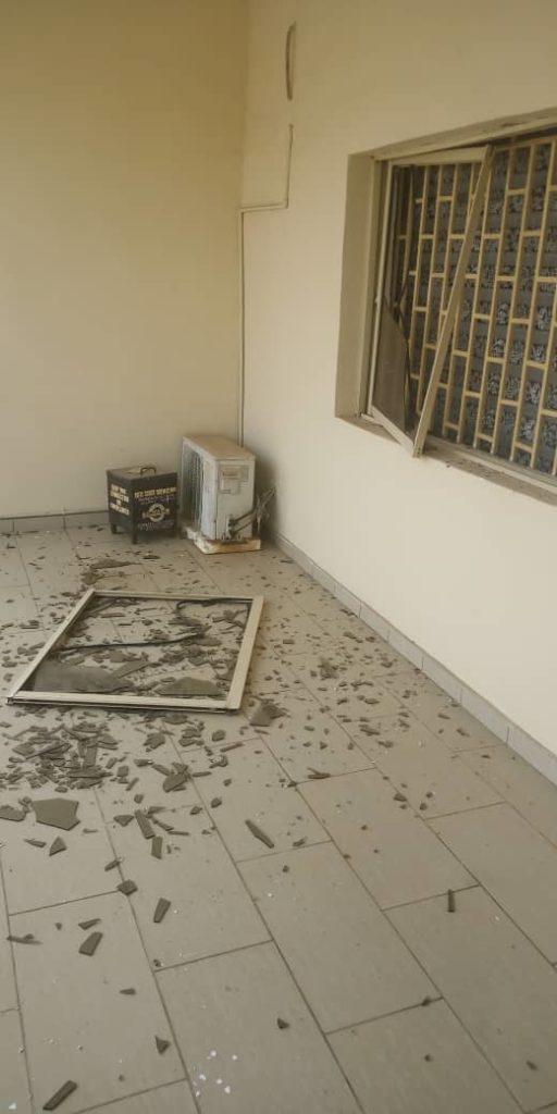 Pandemonium As Bomb Explosion Rocks Ekiti Government House [Photos] 8