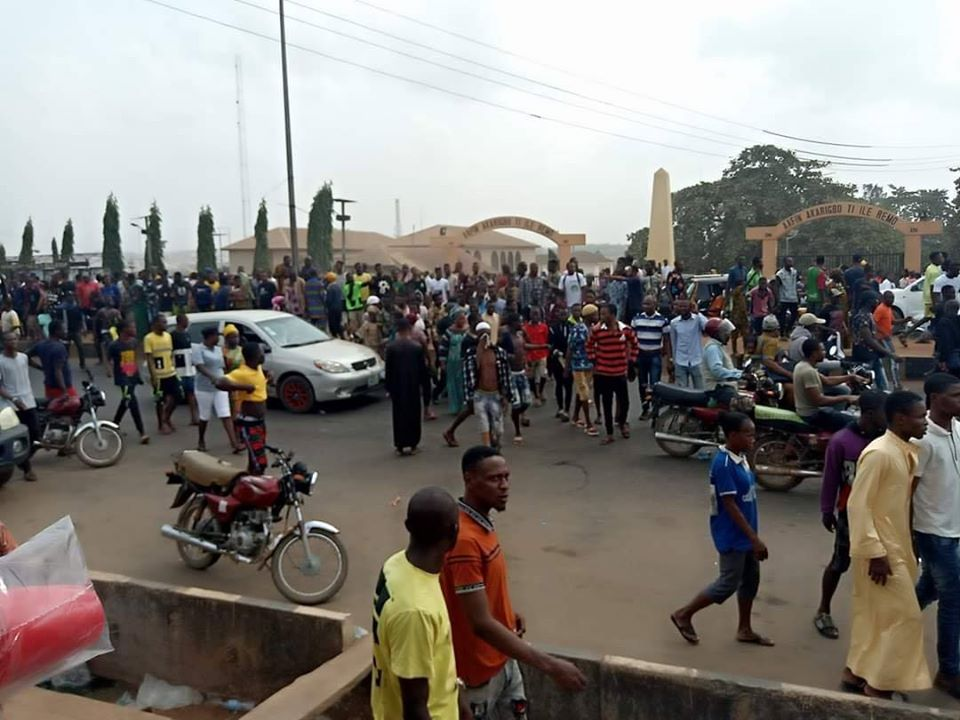 3 Persons Feared Dead As Angry Youth Protest Killing Of Footballer By SARS Official In Ogun [Video] 1