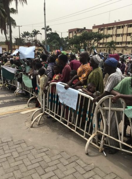 Over 1000 Beggars Protest At Lagos State House Of Assembly And Governor Sanwo-Olu's Office 3