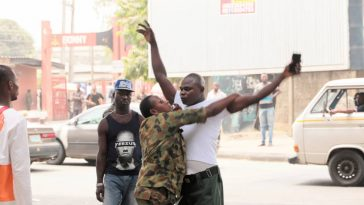 Drama As Nigerian Soldiers Beat Up Lagos State Government Clean-Up Committee Officials [Photos] 12