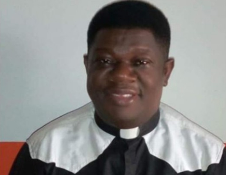 Father Cyprian Kooro: Catholic Priest Collapses And Dies While Celebrating Mass In Rivers 1