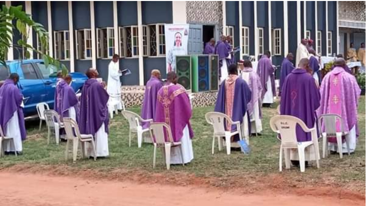 Reverend Sister Henrietta Alokha who died in Abule Ado Explosion has been buried - PHOTOS 3