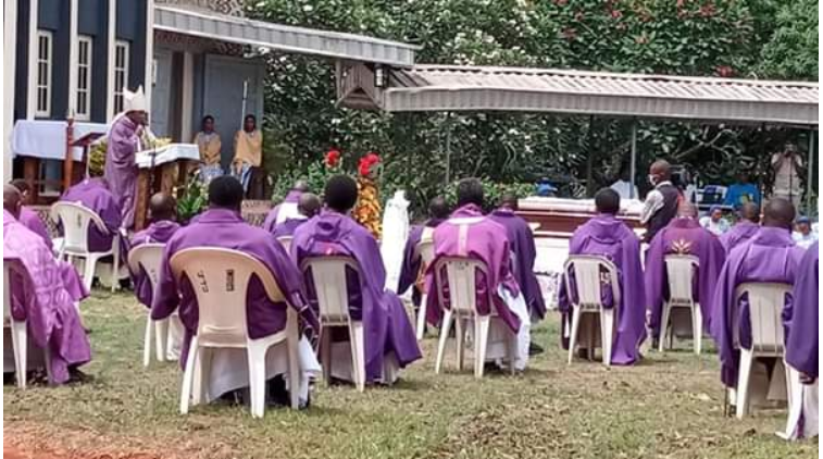 Reverend Sister Henrietta Alokha who died in Abule Ado Explosion has been buried - PHOTOS 5