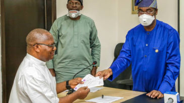 Lagos Government Presents Cheques To Families Of Deceased Victims Of Abule-Ado Explosion 2