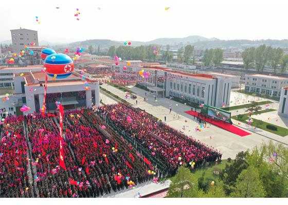 N Korea's Kim Jong-un Makes First Public Appearance In 3 Weeks Amid Rumours He Was Dead 2