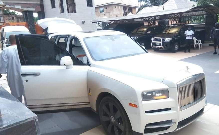 Jezco Oil Heir Jowizazaa Celebrates Dad, gifts him $400,000 Rolls Royce Cullinan [PHOTOS] 12