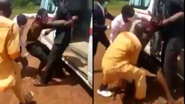 Drama As Suspected Coronavirus Patient Refuses To Get Into Ambulance In Ebonyi State [Video] 6