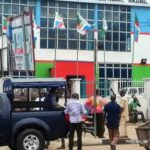 Police Seals Off APC National Secretariat In Abuja, Bar Party Members From Entering Building 27