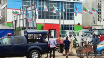 Police Seals Off APC National Secretariat In Abuja, Bar Party Members From Entering Building 5