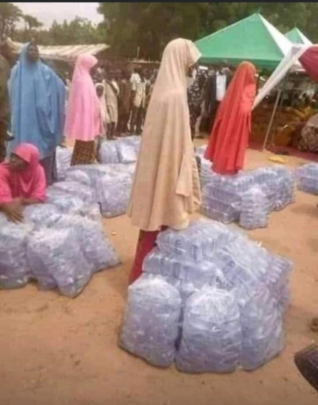 Bauchi First Lady Empowers Women With Bags Of Sachet Water As Business Start-Ups [Photos] 3