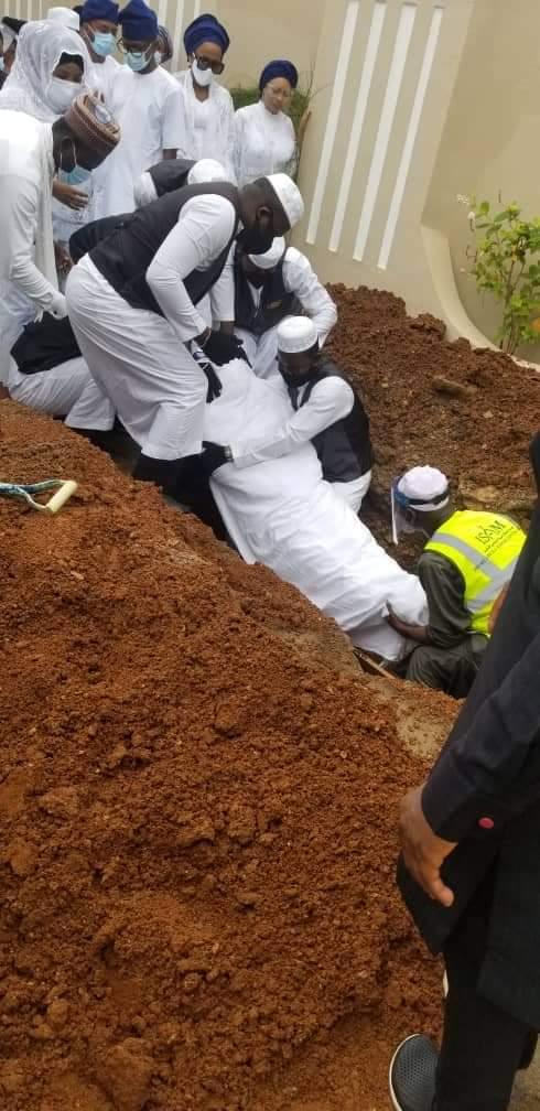 Islamic Clerics, Others Attends Abiola Ajimobi's Burial Amidst Heavy Security In Ibadan [Photos] 6